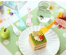 Nuovo Carino 12 pz/set Cartoon Giraffa Bambini Bento Lunch Forchetta Set Forchetta Frutta Posate Portatile forchette posate da cucina accessori(China (Mainland))