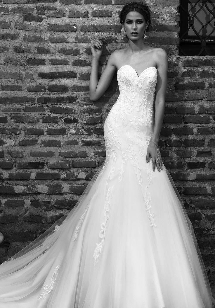The perfect balance between glamorous and subtle, this sweetheart 2016 mermaid wedding dress drips romance and timeless elegance in a beautiful balance of light and dark ivory, flowy tulle and lace.  See more of Addicted to Luxury at our website www.biensavvy.eu or book an appointment for a showroom fitting at office@biensavvy.eu