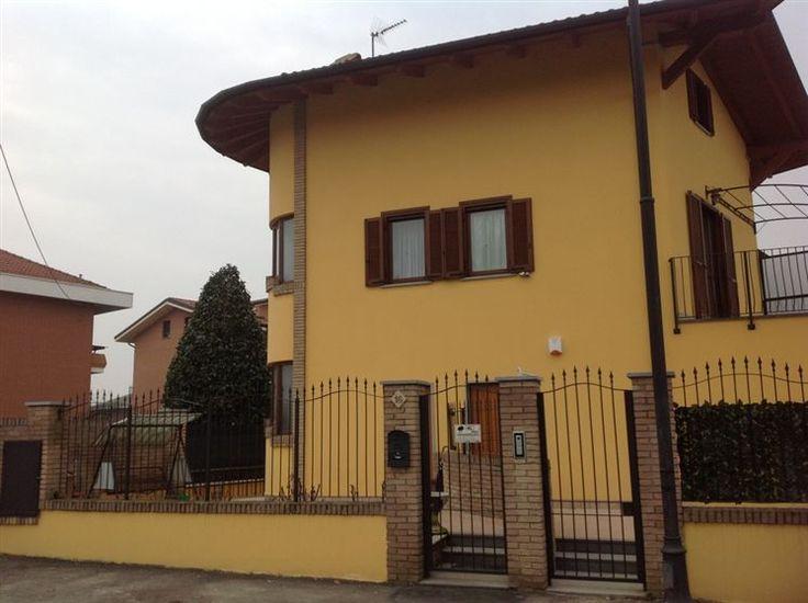 Villa bifamiliare CENTRO PAESE, LEINI Rif: D-266   240 Mq   6 Vani   Garage   3 Camere   3 Bagni € 329.000  http://www.servizighorus.it/web/immobile_dettaglio.asp?cod_annuncio=760825&language=ita