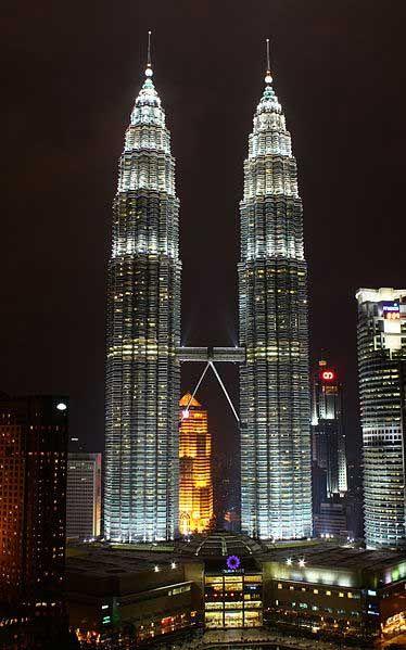 Petronas Twin Towers, Kuala Lumpur, Malaysia (by Andy Mitchell) http://www.wanderplanet.com/kuala-lumpur-travel-hotels-tourist-attractions/