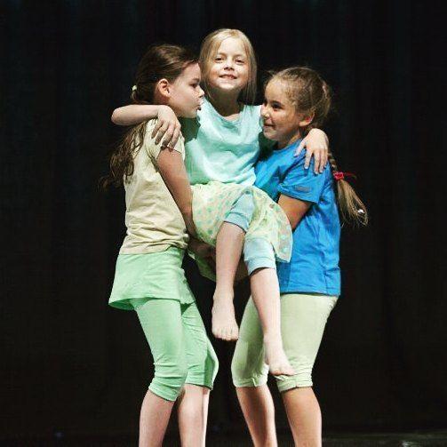 Mały Teatr Ruchu 🙌 // Small Theatre of Movement 🙌  #mtr #dzieci #taniec #teatr #krakow #kcc #encek #dladzieci #instakids #kids #dance #small #theatre #fun #joy #together #children #kulturakrk #krakowskakultura