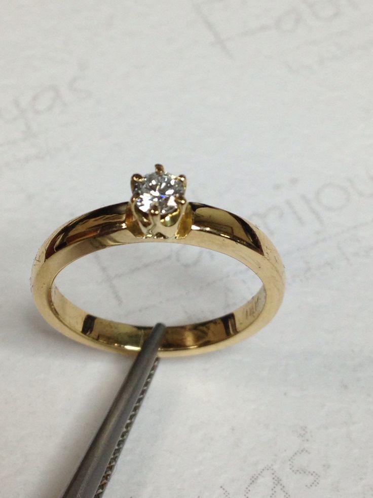 Anillo solitario en oro amarillo 18 k con diamante de 0.30ct ( Fabrijoyas)