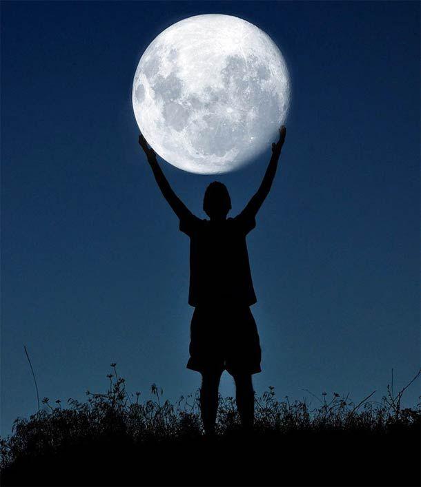 Quand le photographe Adrian Limani joue avec la Lune…