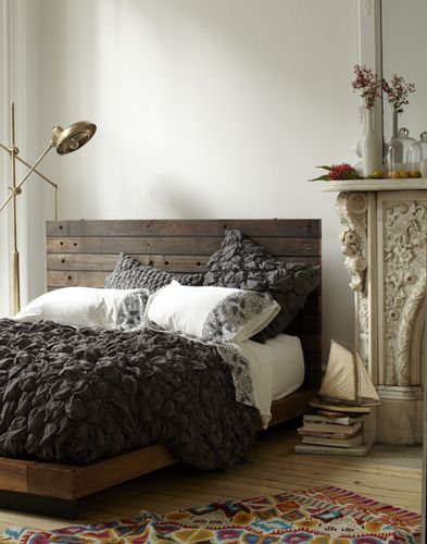 wood pallet headboard Cool color palette to go with all the brights you like @Susie Sun Theis