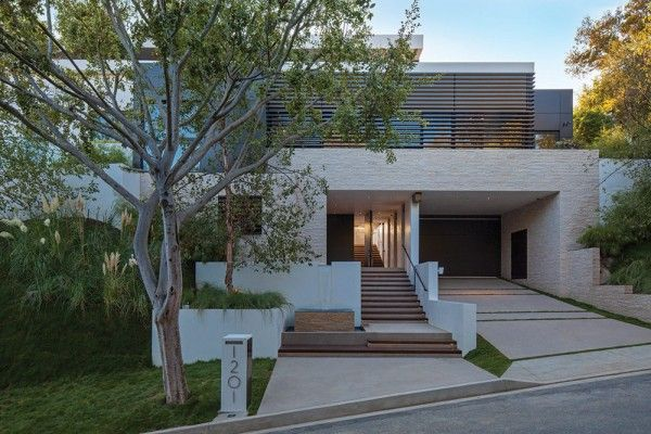 Contemporary house front beverly hills house designed by for Modern mansions in beverly hills