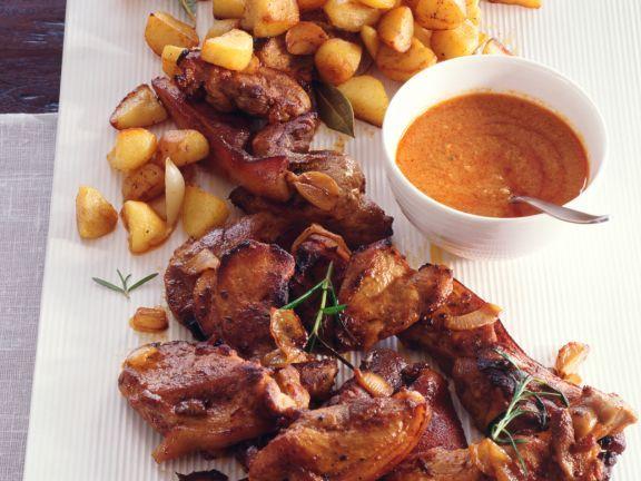 Spanferkel mit Mojo Picon und Röstkartoffeln ist ein Rezept mit frischen Zutaten aus der Kategorie Schwein. Probieren Sie dieses und weitere Rezepte von EAT SMARTER!