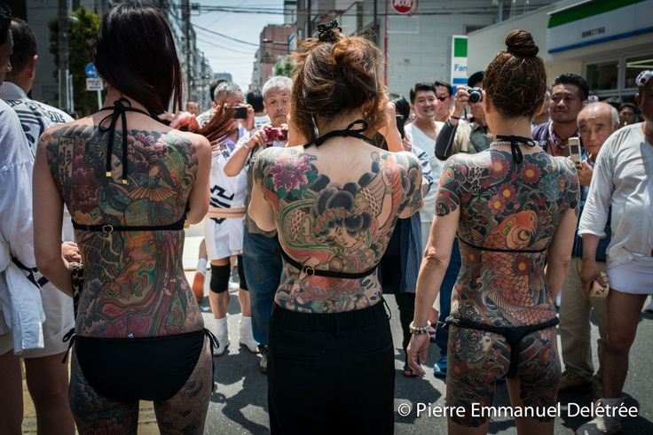 Yakuza wives show their traditional tattoo during the Sanja Matsuri in Asakusa. Photo : Pierre-Emmanuel Delétrée