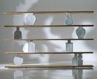 Libreria con piani in alluminio rivestiti in rovere massello sabbiato.Paola Lando Gingerbread Collection