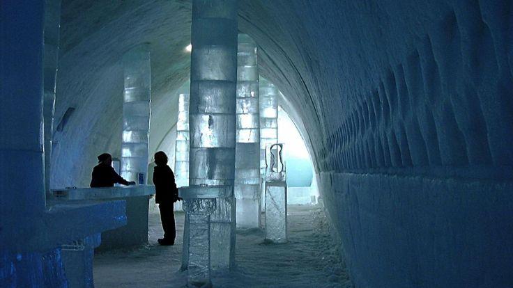In het Zweedse Jukkasjärvi is vrijdag opnieuw een uit ijs gehouwen hotel geopend. Het ijshotel is een traditie in het uiterst noordelijke plaatsje.