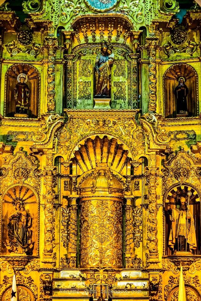 El altar de oro de la iglesia de San José, Panamá