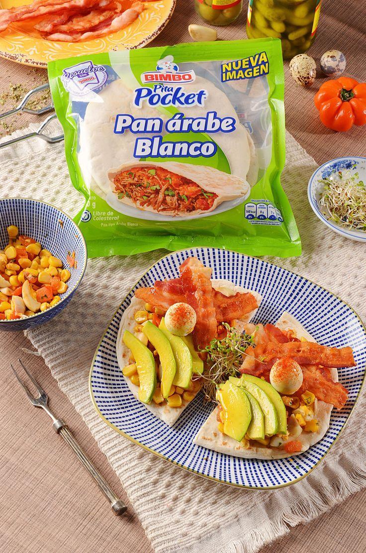 Ingredientes para 1 porción: 1 Pan  Árabe Bimbo 3 huevos de codorniz 2 lonjas de tocineta 2 cucharadas de maíz tierno 1/2 tomate en cubos 1 cucharadita de cilantro picado  Preparación: En una sartén pon la tocineta, el tomate, el maíz y el cilantro picado, durante 5 minutos a fuego medio. Aparte, corta los huevos de codorniz en cuartos, agrégalos a la preparación y sirve sobre el  pan cortado en la mitad.