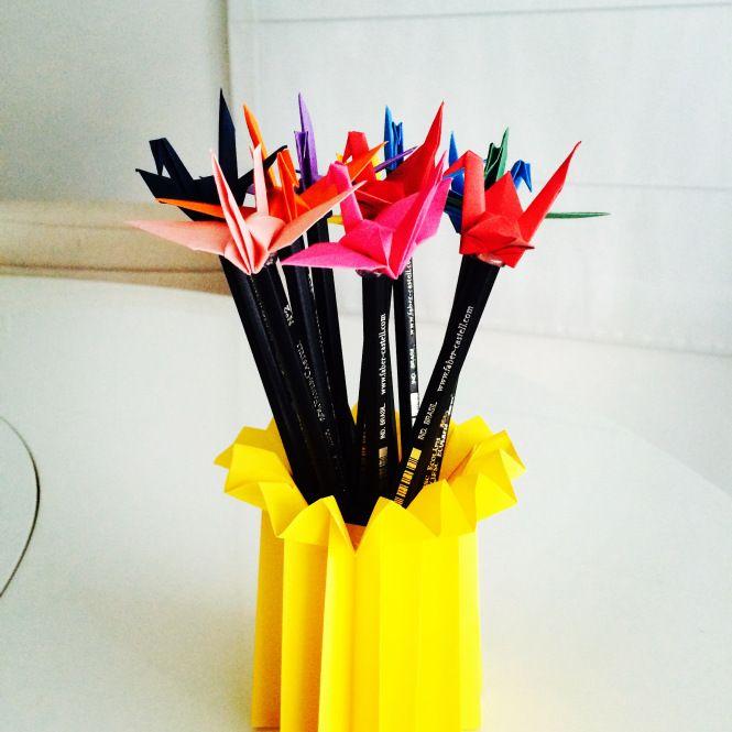 Lápis de Tsuru saindo do forno! Sempre os mais pedidos! Gostou? Então veja como comprar em http://casadeorigami.wordpress.com/produtos/