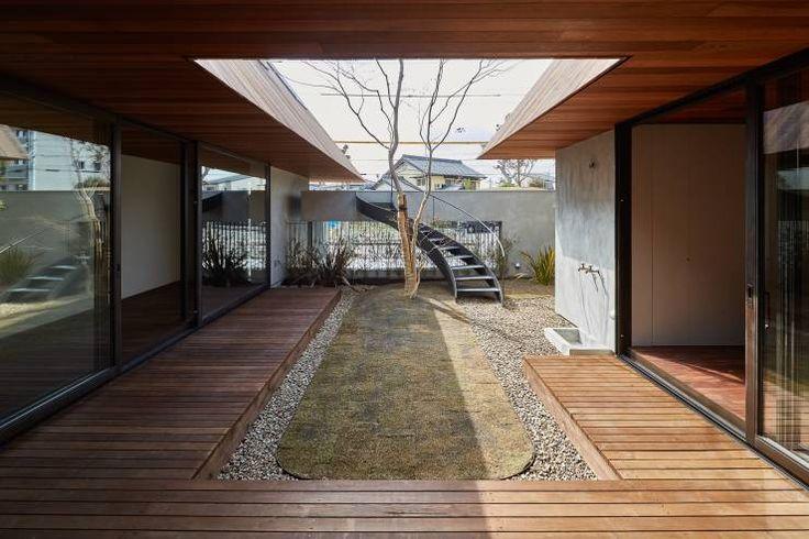 KEITARO MUTO ARCHITECTS의 모던 정원