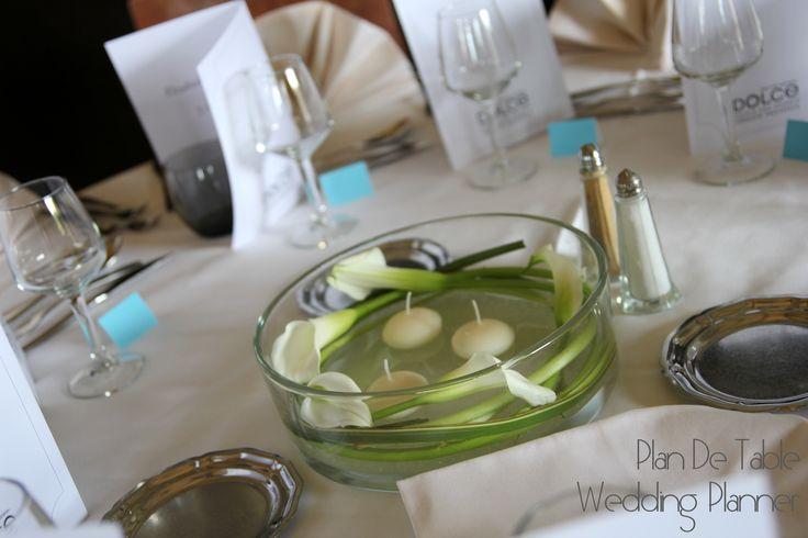 #floral #centerpiece #white #candles centre de table floral avec #bougies #flottantes www.myplandetable.com