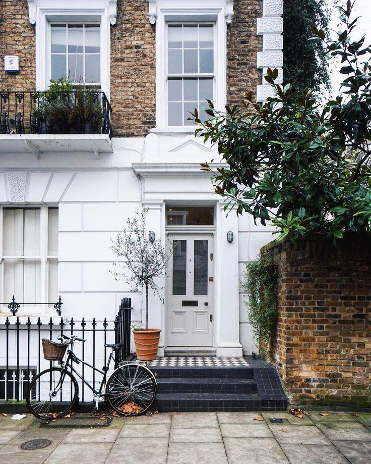 • London is... ...that 🚲 in Primrose Hill... • #london_is 🇬🇧Is there anything cuter than this? Primrose Hill definitely knows how to show us the prettiest side of London! ------------ 🇫🇷Que peut-on trouver de plus mignon à Londres? Primrose Hill sait décidément y faire pour nous montrer le plus joli des visages de la ville! . . . . . . . . . . #lovegreatbritain #OMGB #mydarlinglondon #guardiancities #london4all #living_europe #streetdreamsmag #london_only #londonist #mylondon…