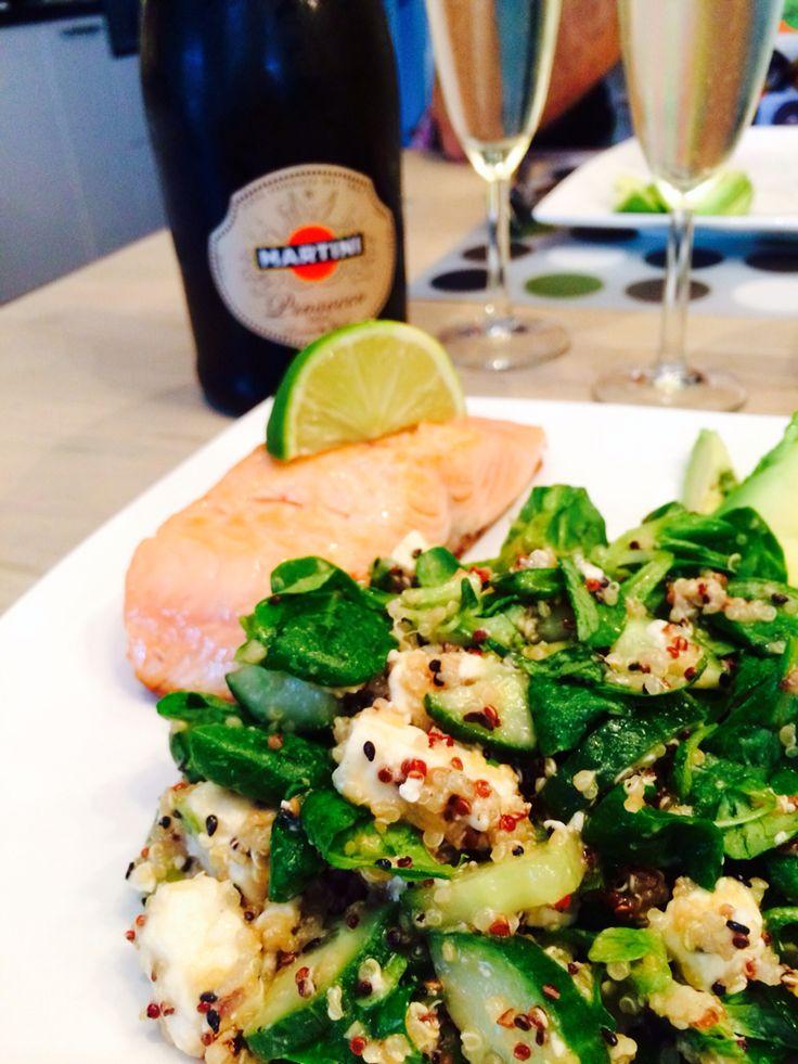 Quinoa Feta Avocado Limoen Sesam salade stukje zalm en #Martini perfect combination! #healthyfood