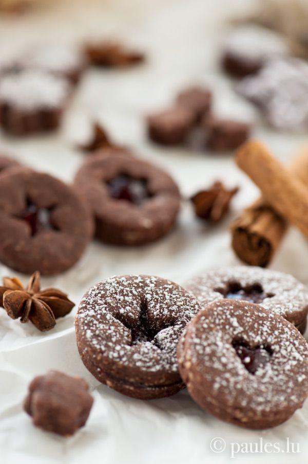 Schokoplätzchen mit Glühweingelee - Sablés au cacao et à la gelée de vin chaud