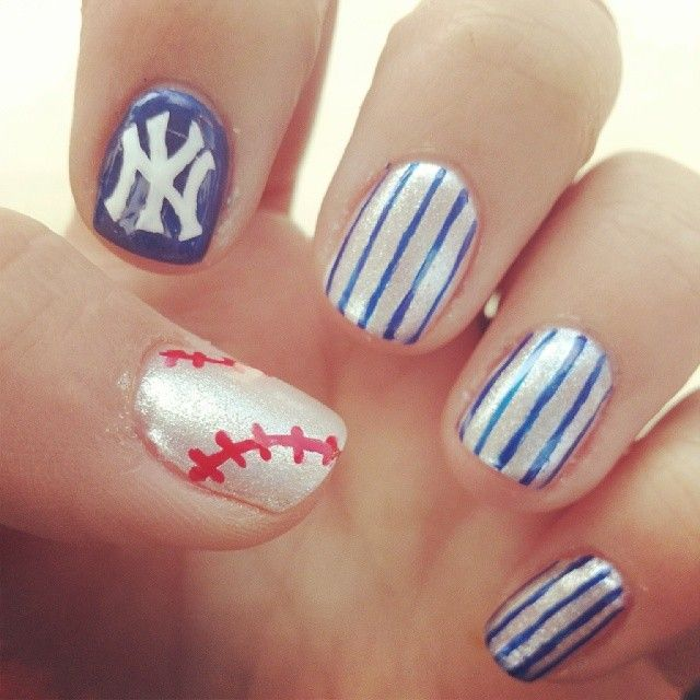New York Yankees Nail Art Manicure - HeyLookAtMyNails.com