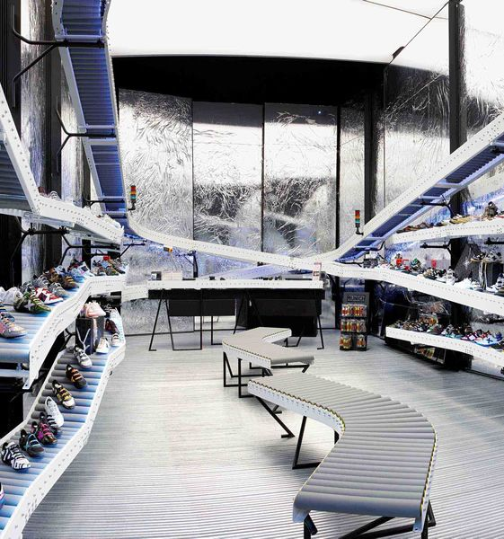 ::RETAIL:: Munich Sports, La Roca, Barcelona #modern #materialhandling http://www.pinterest.com/search/pins/?q=conveyor%20belt