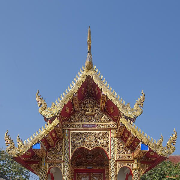 2013 Photograph, Wat Dok Eung Phra Ubosot Gable, Tambon Sri Phum, Mueang Chiang Mai District, Chiang Mai Province, Thailand, © 2013.  ภาพถ่าย ๒๕๕๖ วัดดอกเอื้อง หน้าจั่ว พระอุโบสถ ตำบลศรีภูมิ เมืองเชียงใหม่ จังหวัดเชียงใหม่ ประเทศไทย