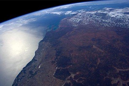 Стали известны подробности расселения первых людей из Африки http://mnogomerie.ru/2017/03/09/stali-izvestny-podrobnosti-rasseleniia-pervyh-ludei-iz-afriki/  Австралийские и немецкие ученые описали основной путь расселения Австралии. Соответствующее исследование опубликовано в журнале Nature. Специалисты полагают, что примерно 50 тысяч лет назад, когда первые люди достигли территории современной Австралии, дальнейшее расселение по континенту происходило практически молниеносно вдоль западного…