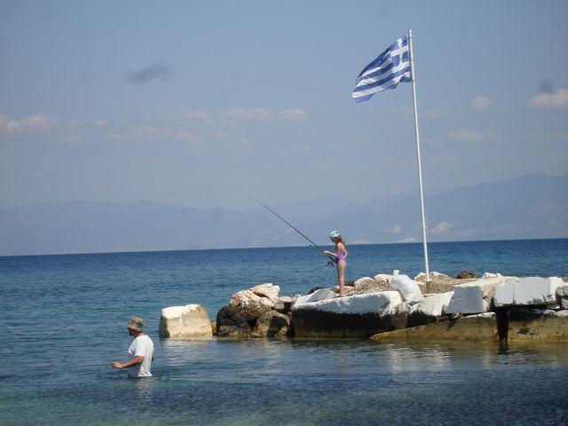 Cum se pescuieste in Grecia. Ce pesti se prind in Grecia. Pescuit in Grecia. Momeala folosita la pescuitul in Grecia. Acte necesare pescuitului in Grecia.