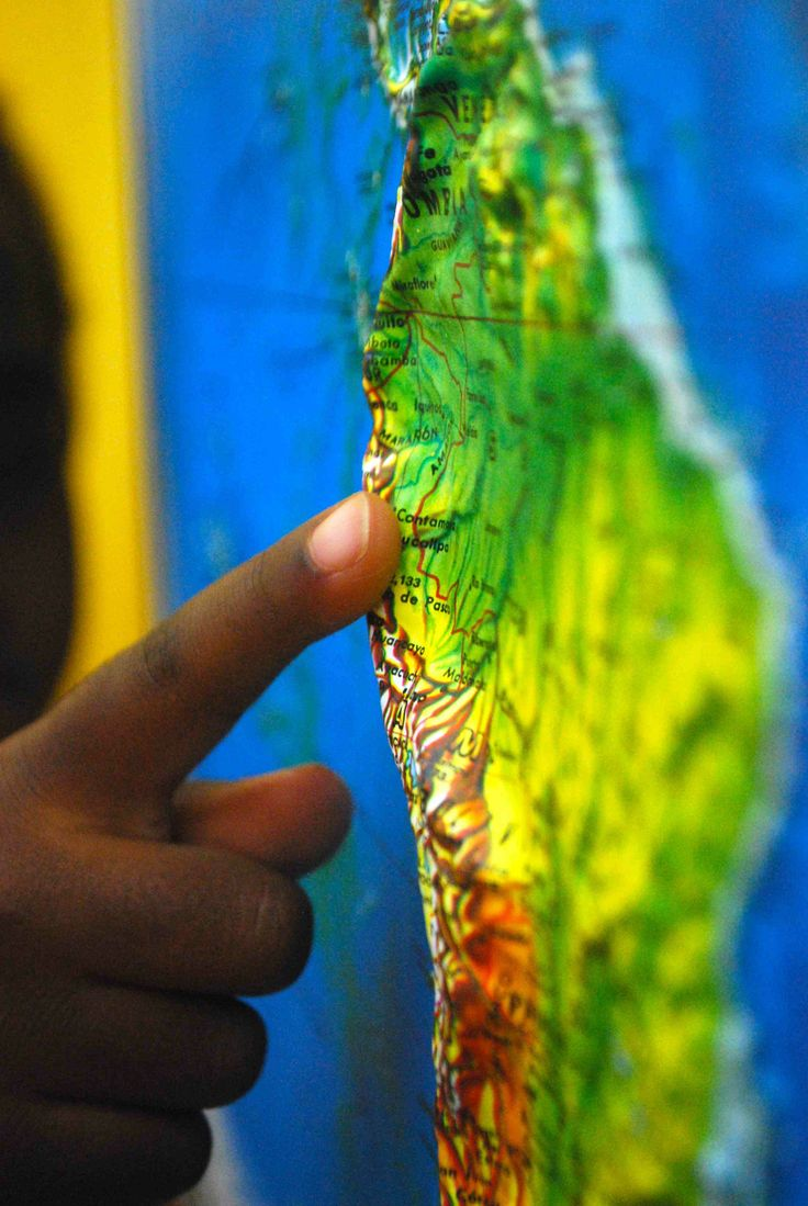 "Get a ""bumpy"" map to ""see"" with your fingers! Geography activities to do with young children and a relief map."