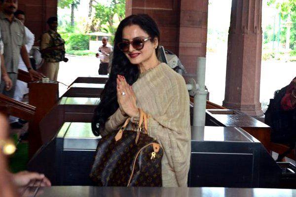 हिन्दी फिल्मों की मशहूर अभिनेत्री एवं मनोनीत सदस्य रेखा आज मौजूदा बजट सत्र में पहली बार राज्यसभा में