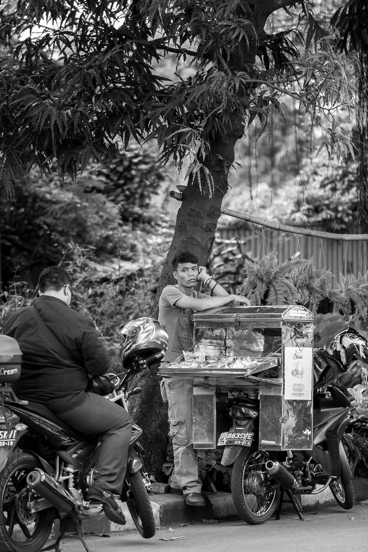 Di Trotoar, Indonesia Street Photography