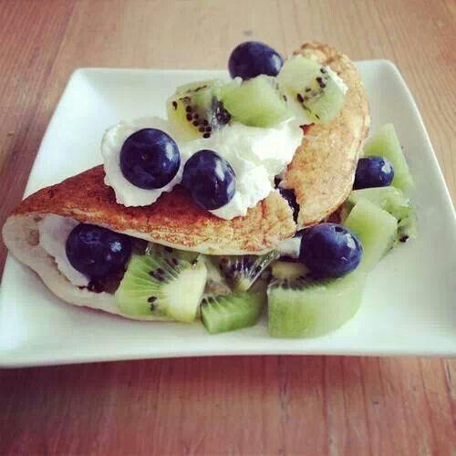 Crepas de uva kiwi & crema batida