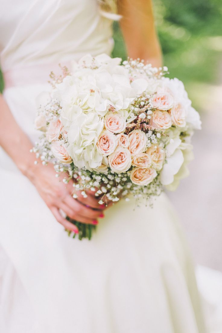 Classic rose bouquet | Photography: Cambria Grace Photography - cambriagrace.com   View entire slideshow: Kentucky Derby Wedding Details We Love on http://www.stylemepretty.com/collection/245/