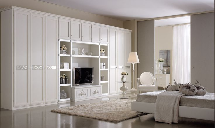 Composition M207 Door mod. AIDA, Mirror crosspiece on doors. Glazed antique white finish and frontal silver bookshelf.