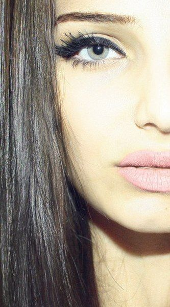 perfect! dull pink lips, thick liner and mascara!