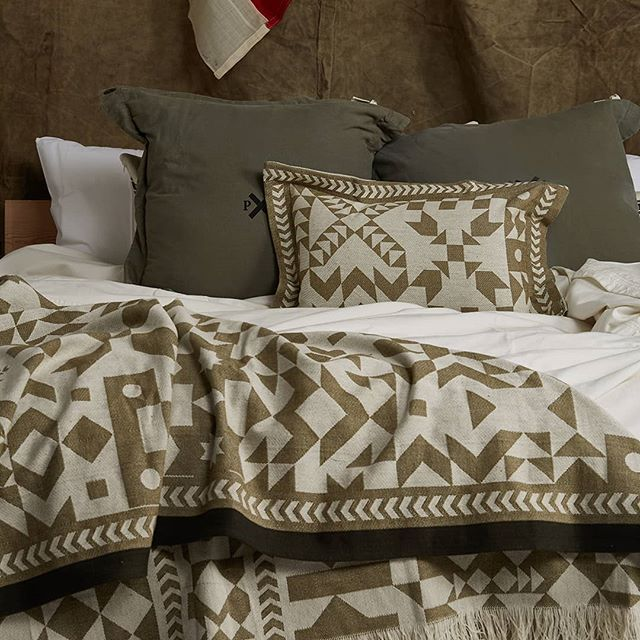 Layering Up Beds Is Our Favourite Thing To Do In Winter Adds Warmth And Cosiness Which Is All We Need Bed Things To Do Blanket
