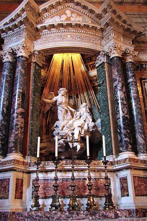 Baroque, Extase de Ste-Thérèse dans la chapelle Cornaro, oeuvre du Bernin.- 4) BAROQUE, EVOLUTION:  Les historiens de l'art, souvent protestants, ont traditionnellement accentué le fait que le style baroque évoluait à une époque où l'Eglise Catholique Romaine réagissait face à plusieurs mouvements culturels produisant une nouvelle science et de nouvelles formes de religions: la Réforme. On a dit que le baroque monumental était un style que la Papauté pouvait instrumentaliser, comme le firent…