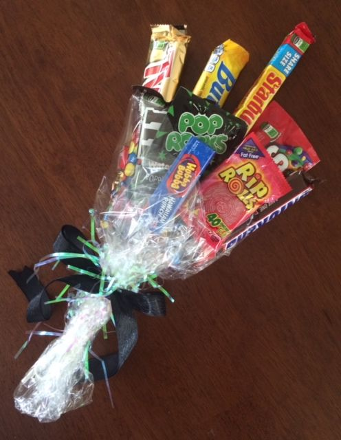 Candy Bouquet! Perfect to give to kids for school plays and such instead of flowers. (Just buy long lolipop sticks at a craft store and attach the candy using clear packing tape. Bundle together, wrap with cellophane and tie with a ribbon! The kids will LOVE you for it!