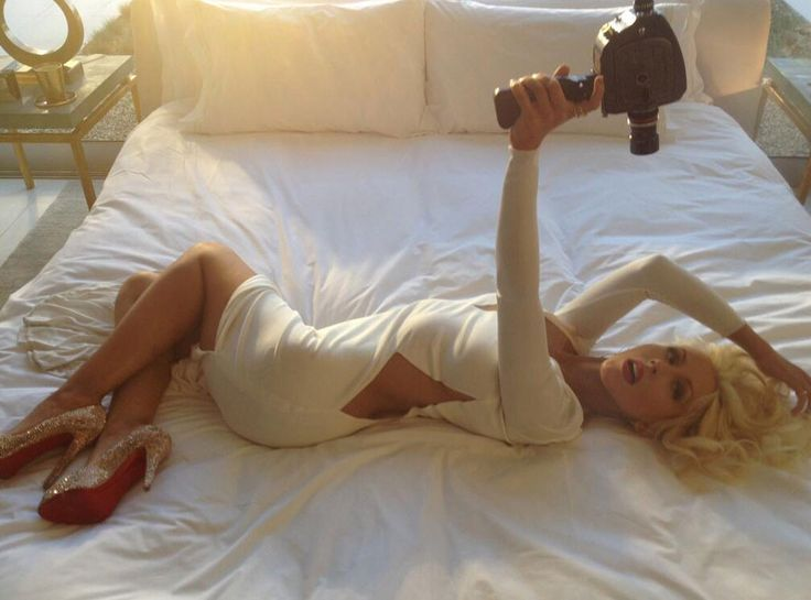 Christina Aguilera looks super sexy in a curve-hugging white dress and glittery silver heels. #fashion