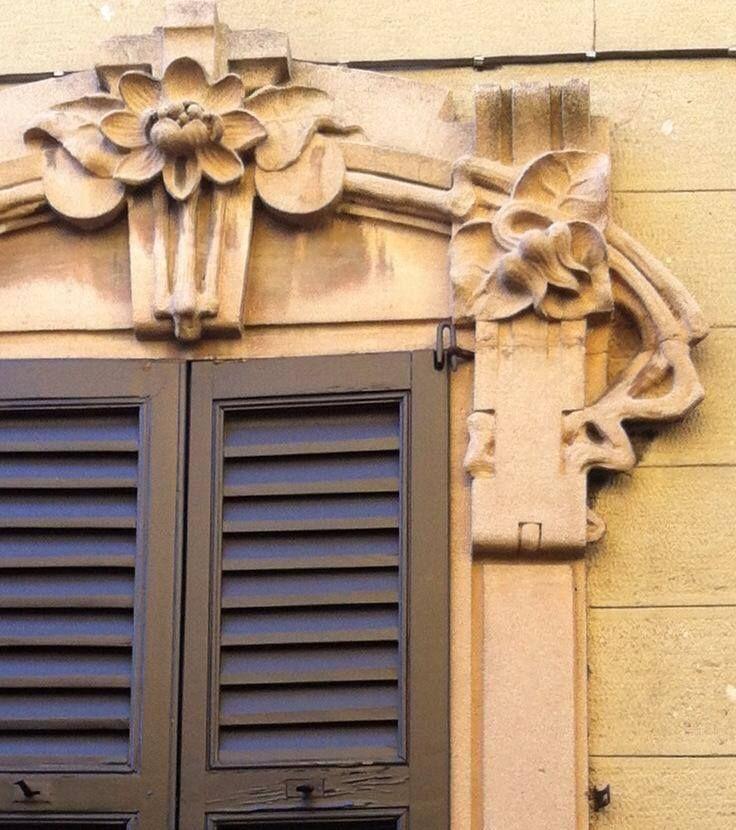 Particolare della facciata in via Alessandro Volta della villa Cottalorda, famiglia benefattrice di Azzate, #liberty