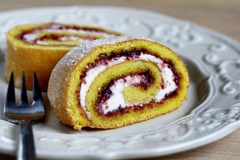 Sweet Strawberry Roulade (from Zoom Yummy)