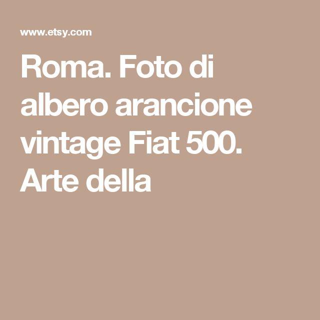 Roma. Foto di albero arancione vintage Fiat 500. Arte della
