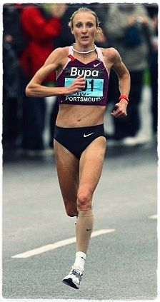 Paula Radcliffe - Forefoot Striker - Her forefoot strike allows her to make gentle contact with the ground eliminating vertical ground reaction forces, a force produced in heel striking http://runforefoot.com/paula-radcliffe-forefoot-striker/