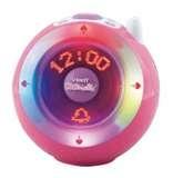 KIDIMAGIC GIRL van Vtech Een coole bol met 8 te gekke functies! De Kidimagic is meer dan een eenvoudige wekker, het is een magische bol met eindeloos veel mogelijkheden. De verschillende lichteffecten die veranderen van kleur en de mooie muziek zorgen voor plezier en ontspanning! Maak persoonlijke berichten, luister naar je favoriete muziek op de radio of via je mp3-speler.
