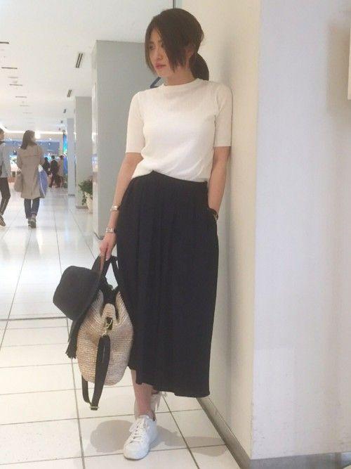 スカンツやスカーチョといったガウチョパンツやパンツの進化系が今年は注目されていますね。そんなマストバイアイテム、スカンツ・スカーチョを上手にお洒落に履きこなしてみませんか?スカンツ・スカーチョを使ったコーディネートを色別(白・黒・紺・カーキ・ベージュ)ご紹介します。
