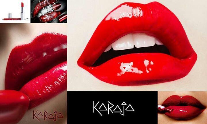 Sensuele mooie rode lippen met karaja makeup. Rouge cream 85 en crystal gloss…