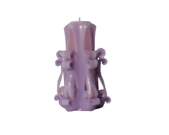This beautiful Fading Traces hand carved candle in the design Chandelier in purple, pink and white, comes with a soy wax interior, for pleasant and