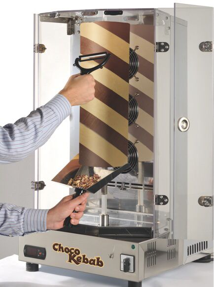 De Chocokebab rol waar de chocolade vanaf wordt geschraapt