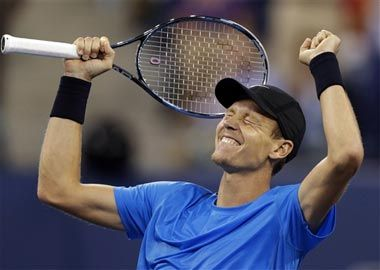 Tomas Berdych puts Czechs level with Spain in final