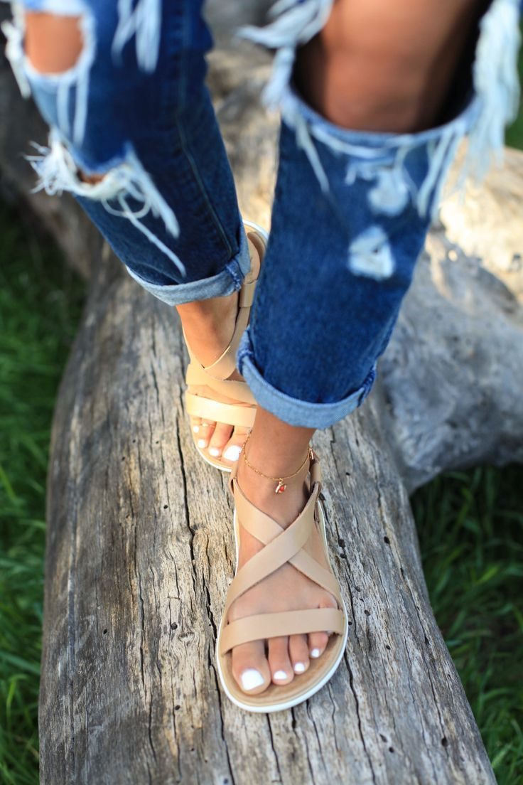 Upgraded in decadent leather, our new Terra-Float Livia Lux walks the walk. Blogger Sazan Hendrix takes our latest sandal on a two-day spring adventure in Topanga and Malibu.