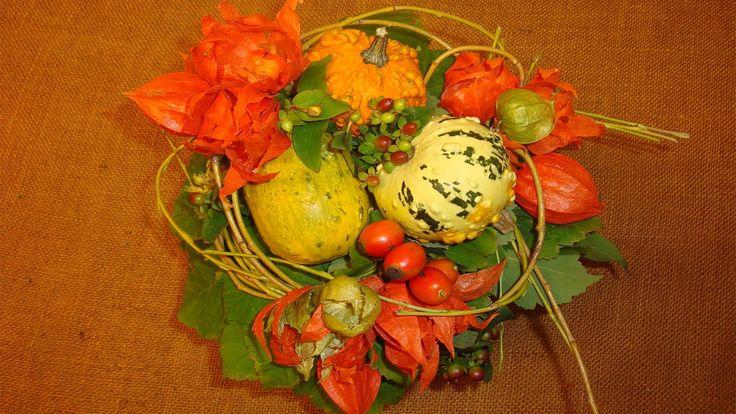 Herbstdeko basteln mit Naturmaterialien / Blumenstrauß mit Zierkürbisse