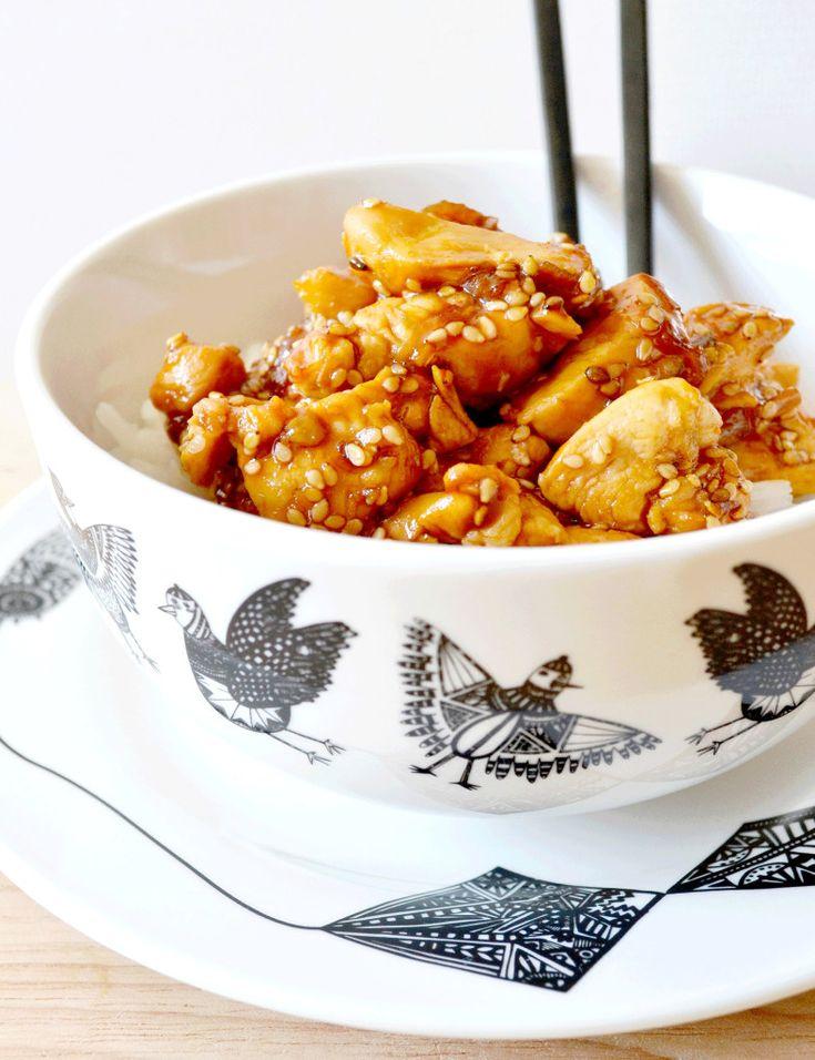 Poulet sésame - 4 filets de poulet - 6cas de sauce soja-3cas de miel-1 citron-1cac de gingembre moulu-2cac de graines de sésame-2cac de maizena-1échalote-1gousse ail- huile de sésame  Faire revenir ail et échalote ds huile de sésame. Ajouter poulet découpé en petits morceaux- Ds une casserole chauffer miel et sauce soja, ajouter tous les autres ingredients, combiner sauce et poulet.